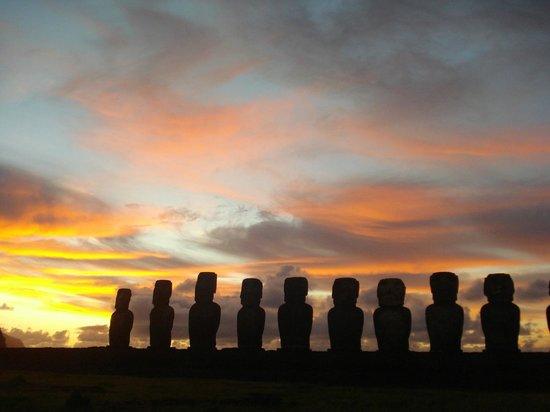 Ahu Tongariki al amanecer