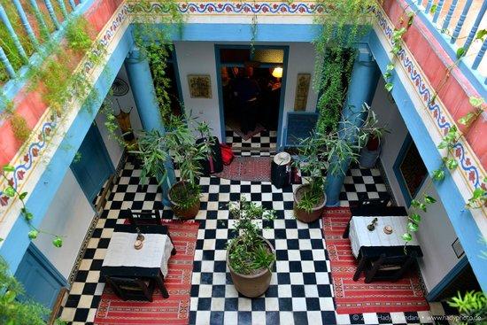 Hotel Les Matins Bleus : Patio