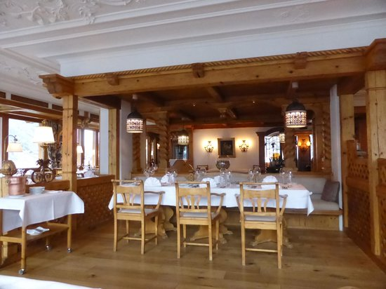 Chalet Hotel Schoenegg: The dining room