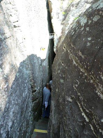 Lookout Mountain : Turning Sideways To Get Through
