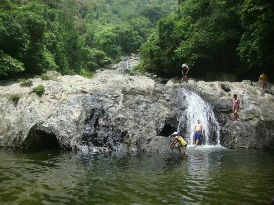 Quebrada valencia cascada en la parte superior piscinas for Piscinas naturales argentina