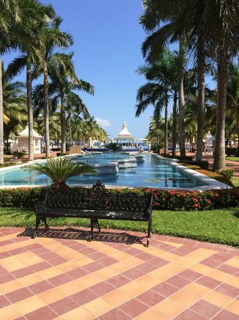 Hotel Riu Palace Riviera Maya: Zona exterior del hotel