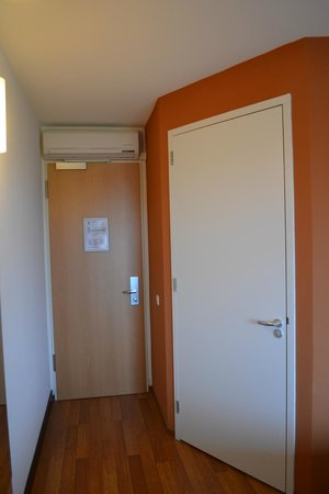 Ibis Leiden Centre : Kamer (inkom+badkamer)