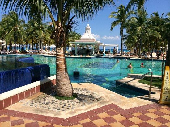 Hotel Riu Palace Riviera Maya: La pileta del hotel