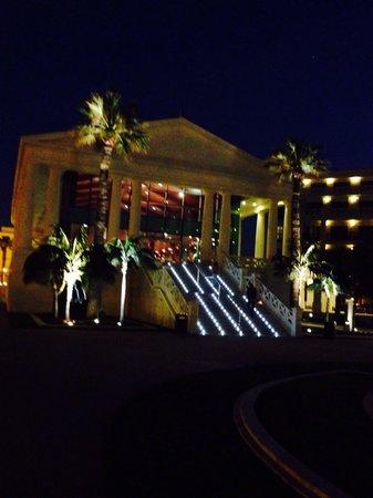 Hotel Las Arenas Balneario Resort: De noche