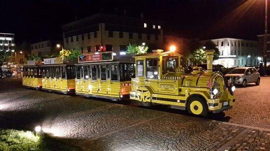 Il Trenino Giallo di Tirano: Il Trenino Giallo in Piazza Marinoni a Tirano