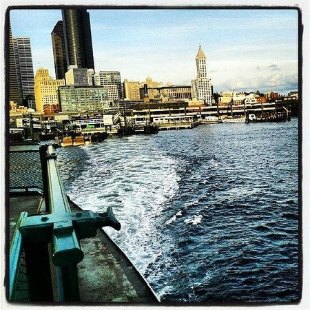 Seattle Ferry Service Day Tours : Leaving Seattle to Bremerton on the ferry