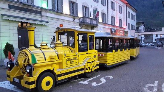 Il Trenino Giallo di Tirano: Il Trenino Giallo in Piazza Cavour a Tirano