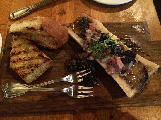 The Bison Restaurant: Escargot