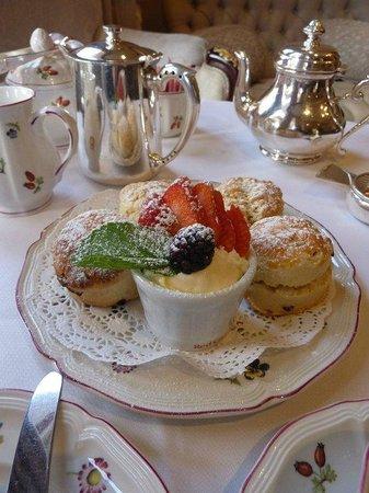 Egerton House Hotel: Cream tea