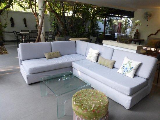 Villa Langka: le salon près de la piscine