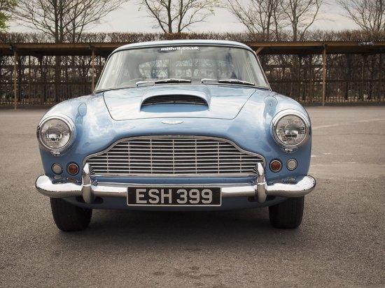 Goodwood Motor Circuit: Aston Martin DB4