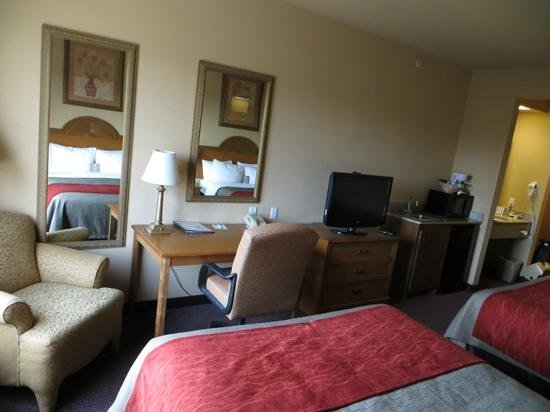 Comfort Inn & Suites: Room #300