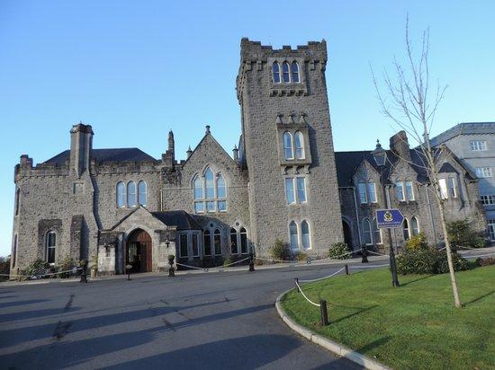 Kilronan Castle Estate & Spa: Front view of castle
