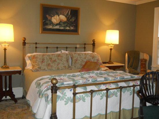 The Inn at Grays Landing: The Elisha Rhodes Room at the Inn