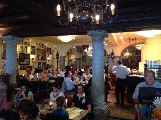 Osteria Nostrana : Beautiful authentic ambiente (il migliore in Piazza Ascona)