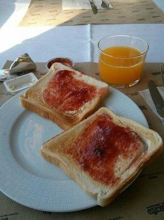 Voramar Hotel: Breakfast