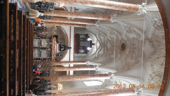 Hofkirche: Vista altar