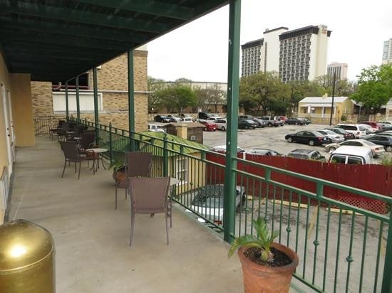 O'Brien Historic Hotel, an Ascend Collection Hotel : Balcony-shared by all rooms