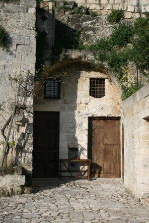 Sextantio Le Grotte della Civita: Hotel from outside