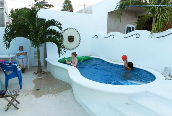 Chan Chemuyil Vacation Rental : Grandchildren enjoying the pool at Casa Marbella.
