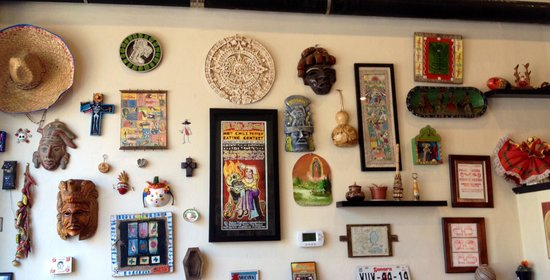 El Pelon Taqueria: wall decor