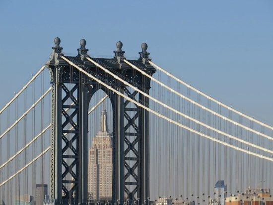 Empire State dentro de Manhattan Bridge