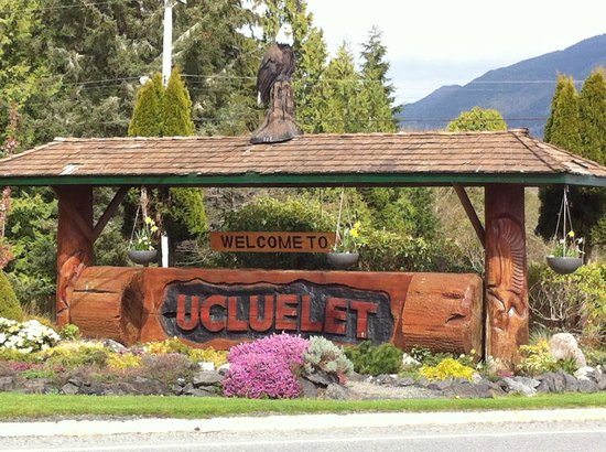 Surfs Inn Rainforest Cottages and Guesthouse: Welcome to Uclulet