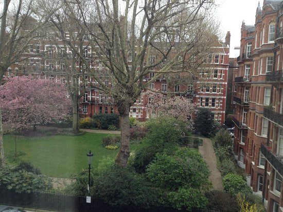 Hotel Indigo London Kensington: View from room 204