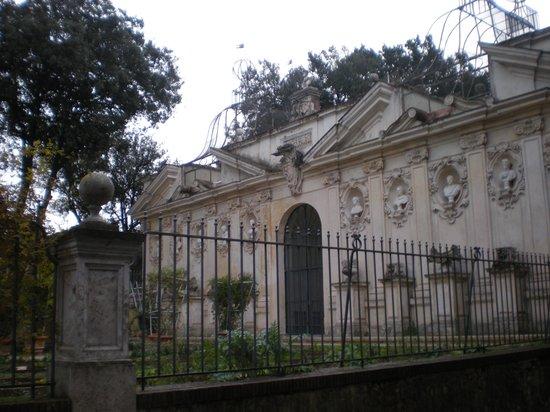 Borghese Gallery: 美術館前