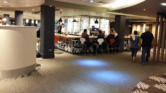 Ibis London Heathrow Airport: Bar Area