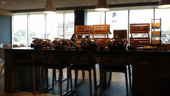 Ibis London Heathrow Airport: Restaurant Breakfast Buffet