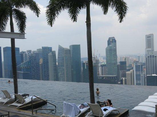 Marina Bay Sands: The view from the Sky Park and infinity pool looking towards the city centre