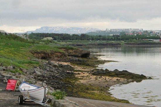 Reykjavik Bike Tours : Out along the coast