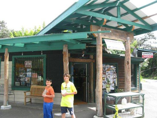 Hapu'u Fern Cottage at Volcano Village: General Store in Volcano Village close to Hapu'u Fern Cottage