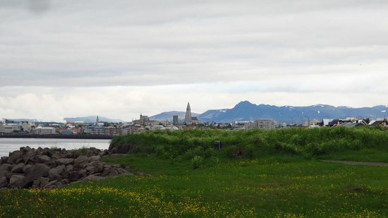 Reykjavik Bike Tours : Riding back into the city