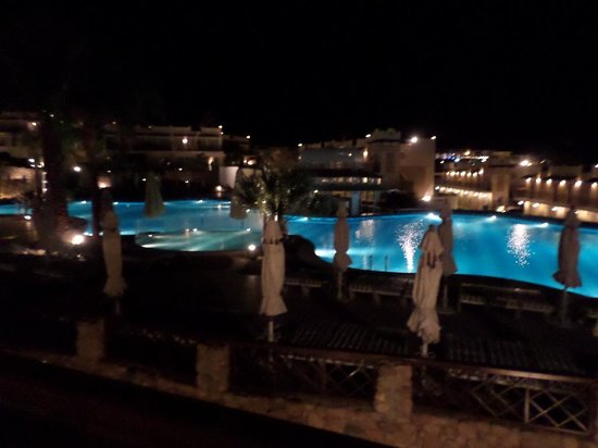 Concorde El Salam Hotel: Night time pool view from are room