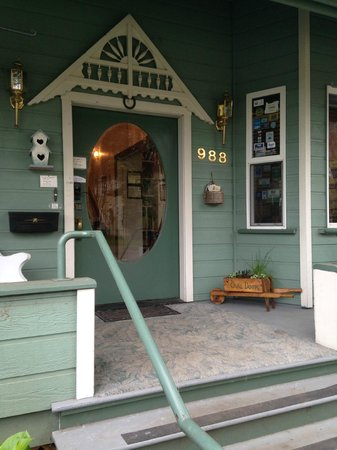 The Oval Door Bed and Breakfast Inn: The Oval Door
