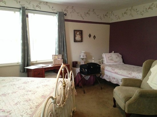 The Oval Door Bed and Breakfast Inn: The Wild Rose Room