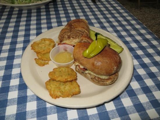 Auslander Restaurant: Opa sausage and potato pancakes-yum!