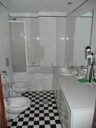 Savoy Hotel: 2-х местный номер - ванная комната