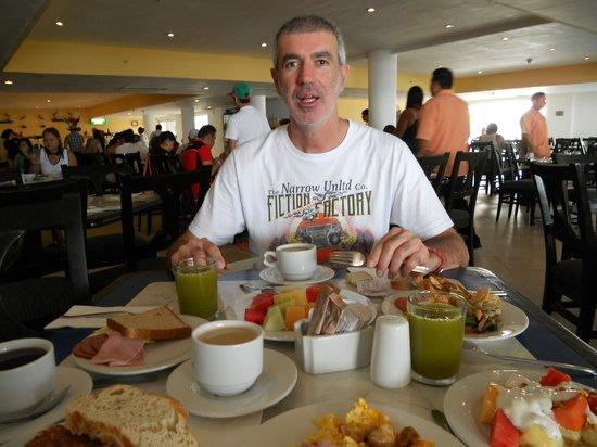 Holiday Inn Cancun Arenas: desayuno