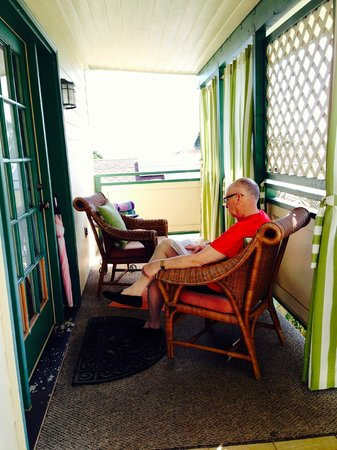 Old Wailuku Inn at Ulupono : The porch
