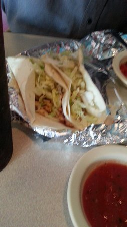 El Lorito Emporia: Fish tacos... so yum