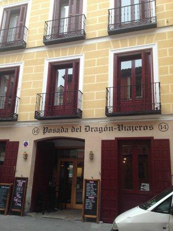 La Posada del Dragon: front of hotel