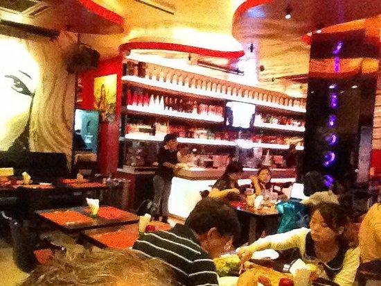 Le Saint-Tropez French Restaurant & Bar: Trendy bar
