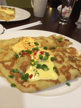 Brunch Cafe: California crepes