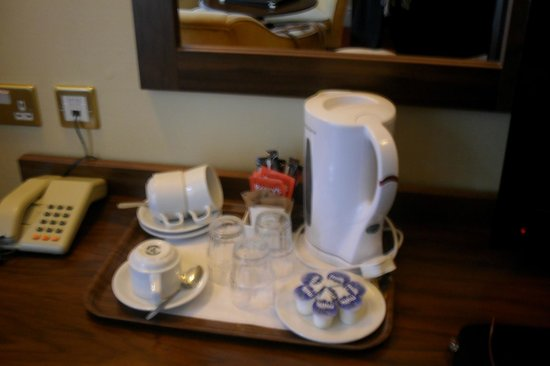 Albany House: vajilla de te y café como en todo uk
