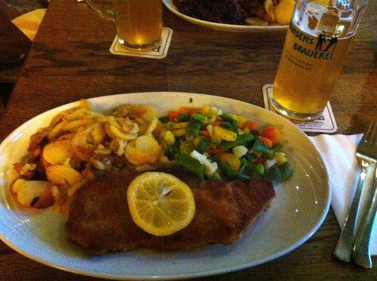 Hansens Brauerei: Wiener Schnitzel with potatoes and veg