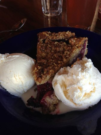Nepenthe : Famous triple berry pie *drools*